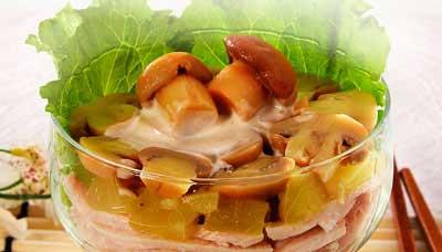 """Приготовление.  Для салата-коктейля  """"Шанхай """" отварить куриное филе до..."""