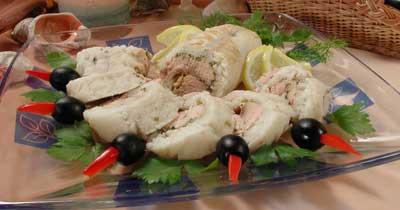 Рыбный рулет с маслинами